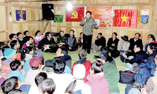Đoàn nhạc sĩ Quảng Nam giao lưu với đồng bào Nam Trà My. Ảnh: Phước Trịnh