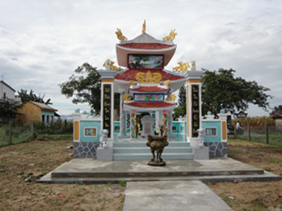 Mộ cụ Mai Dị ở Điện Phước, Điện Bàn.Ảnh: LÊ THÍ