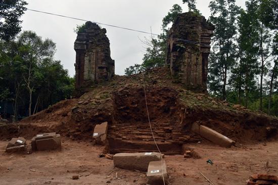 Nhóm tháp K, nơi các công nhân khai quật được 2 tượng sư tử bằng sa thạch