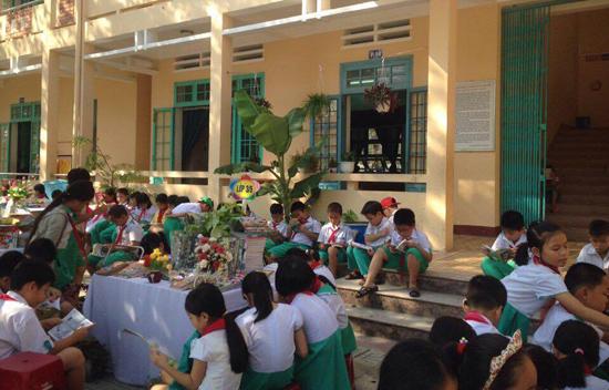 Ngày hội đọc sách ở Trường Tiểu học Nguyễn Văn Trỗi (Tam Kỳ). Ảnh: CHÂU NỮ