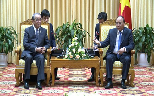 Prime Minister Nguyen Xuan Phuc (right) and Governor Nakamura Norimichi. Photo: VGP
