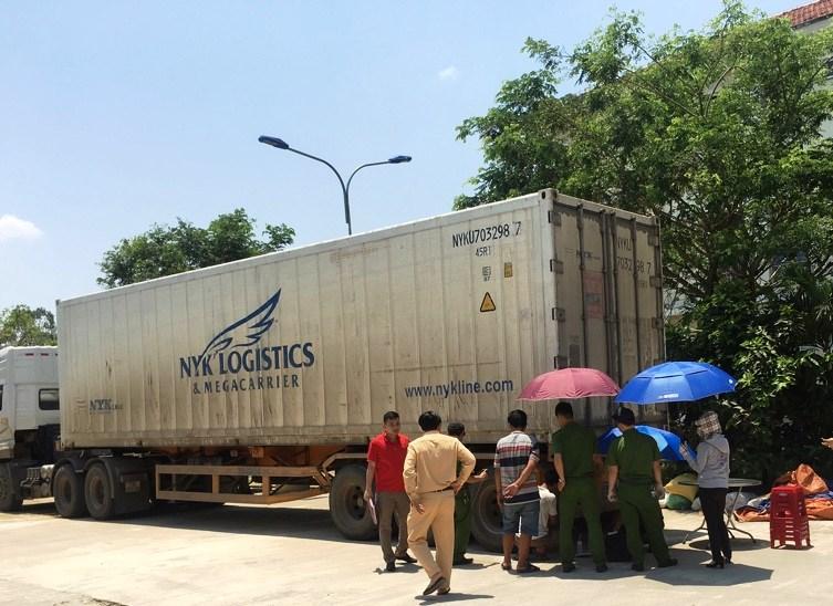 Chiếc xe đầu kéo bị lực lượng CSGT Công an tỉnh bắt giữ vào đêm 20.4 vừa qua. Ảnh: CSGT cung cấp