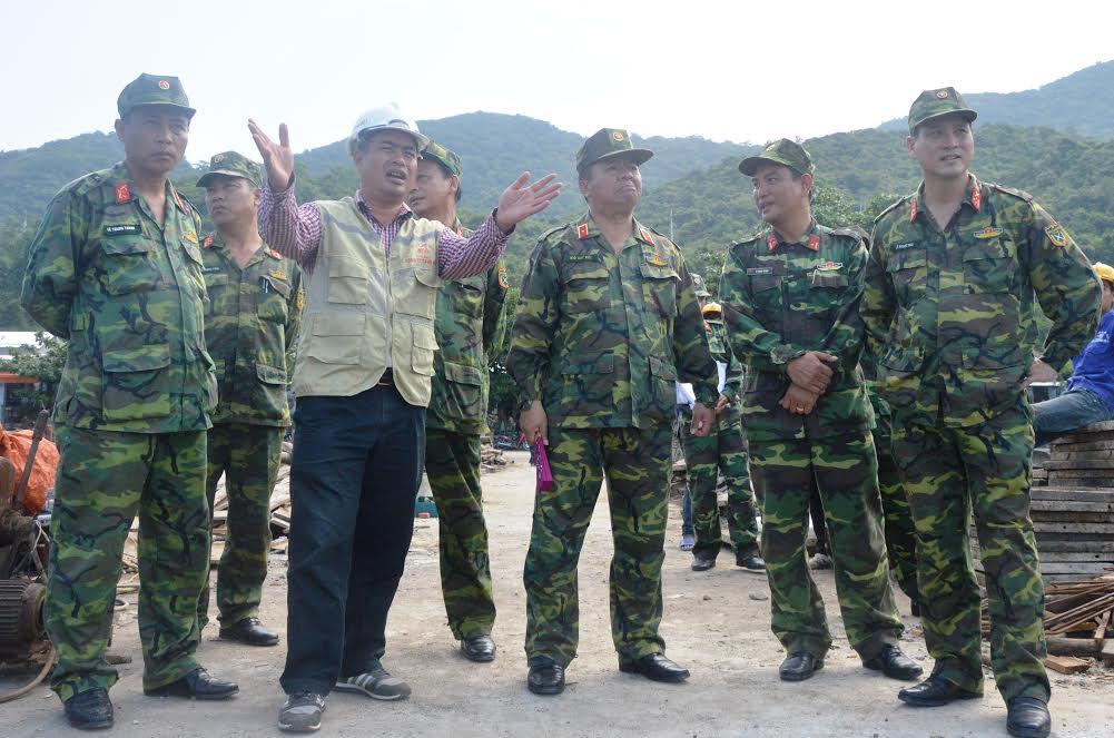 Thiếu tướng Ngô Quý Đức, Phó Tư lệnh-Tham mưu trưởng Quân khu kiểm tra Tiểu đoàn 70.
