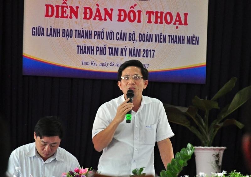 Phó Bí thư Thành ủy Tam Kỳ Trần Nam Hưng phát biểu tại diễn đàn. Ảnh: VINH ANH