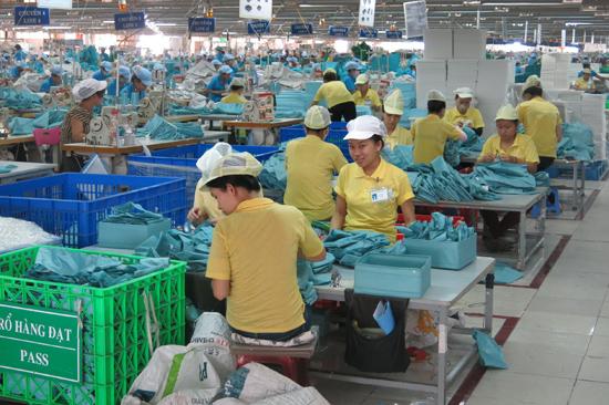 Hỗ trợ, bơm vốn cho doanh nghiệp hoạt động là cách ngành ngân hàng thực thi hiệu quả Nghị quyết 19 của Chính phủ và kế hoạch hành động cải thiện môi trường đầu tư, kinh doanh, nâng cao chỉ số PCI của Quảng Nam. Ảnh: T.DŨNG