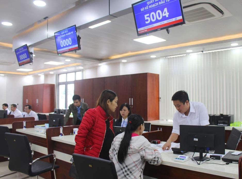 Giao dịch tại Trung tâm Hành chính công và xúc tiến đầu tư tỉnh