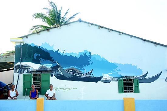 Những ngôi nhà của người dân ở thôn Trung Thanh, xã Tam Thanh được các nghệ sĩ Hàn Quốc vẽ lên những bức tranh sinh động. Ảnh: PHƯƠNG THẢO