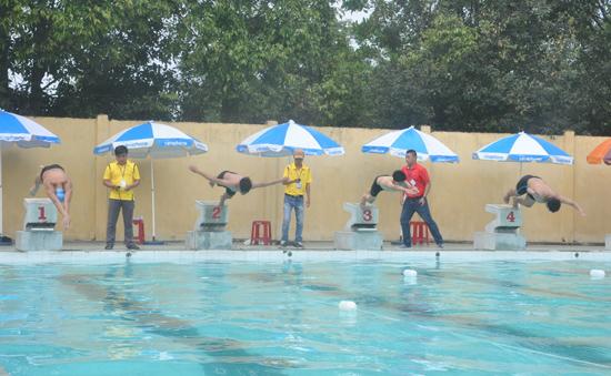 Ít vận động viên làm cho các nội dung bơi thi đấu thiếu đi sự cạnh tranh quyết liệt.Ảnh: A.SẮC