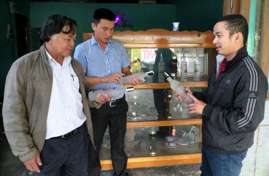 Khách hàng rất tin tưởng và chuộng rượu gạo lúa rẫy Thái Hòa.