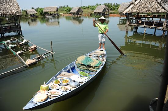 UBND TP. Hội An trước mắt cho phép các hồ đã được cấp phép làm du lịch không xử dụng nhà chào quá 6% trên diện tích mặt nước, và cấm xây dựng kiên cố hay liên qua đến bê tông cót thếp..