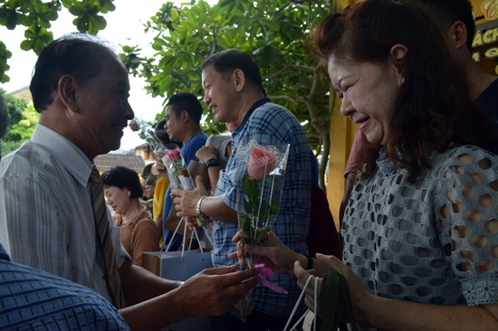 Hoi An city leader sends flowers to the Thai tourists