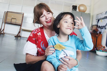 Ms. Jackie and a kid at the Ky Anh centre.