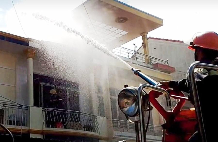 Đám cháy được dập tắt sau gần một tiếng đồng hồ. Ảnh: CTV