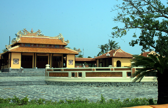 Đình tiền hiền làng An Hải, nơi có gian thờ Nguyễn Văn Thoại và mộ Trần Quang Diệu.