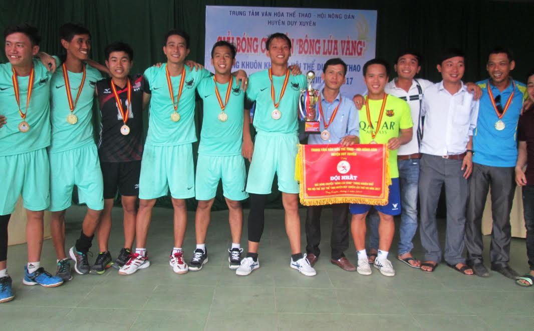 Đội thị trấn Nam Phước xuất sắc giành ngôi vô địch.  Ảnh: HOÀI NHI
