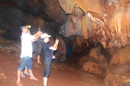"""Với cảnh quan thiên nhiên kỳ thú, hang Gợp được kỳ vọng sẽ trở thành """"đòn bẩy"""" giúp du lịch ở Đông Giang có cơ hội """"lột xác"""". Ảnh: V.R"""