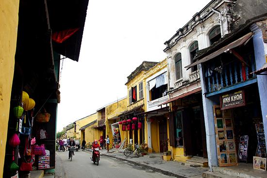 Nhiều nhà ở phố cổ Hội An mang phong cách kiến trúc Pháp thời thuộc địa. Ảnh: PHƯƠNG THẢO