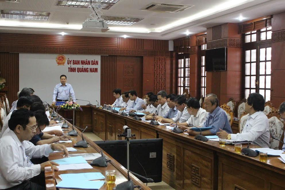 Phó Chủ tịch UBND tỉnh Lê Văn Thanh phát biểu tại cuộc họp. Ảnh: NGUYỄN DƯƠNG