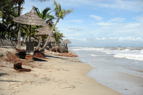 This conference aims to find out the causes and ways to restore Cua Dai beach