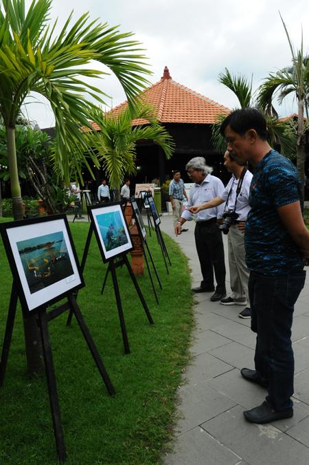 Triển lãm ảnh về sự phát triển và bảo tồn sinh thái Cù Lao Chàm. Ảnh: MINH HẢI
