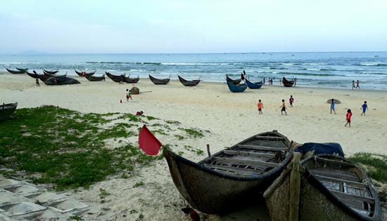 Bãi biển Tam Thanh (Tam Kỳ) còn nhiều vẻ đẹp hoang sơ.