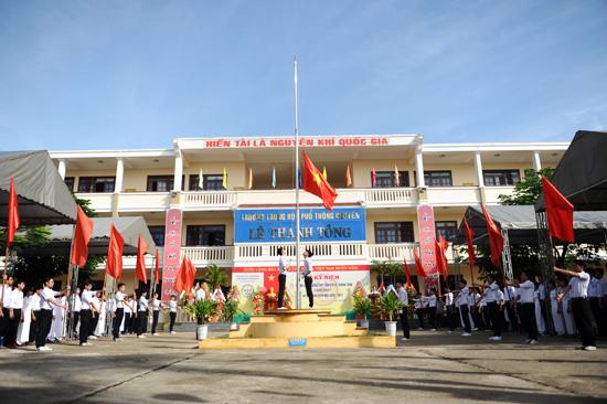 Lễ thượng cờ. Ảnh MINH HẢI