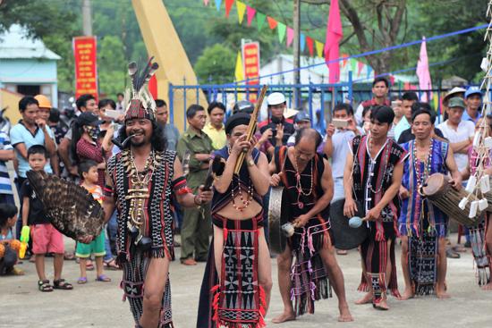 Người Cơ Tu thôn Bhơ Hôồng 1 vẫn giữ nguyên bản sắc văn hóa dân tộc mình.