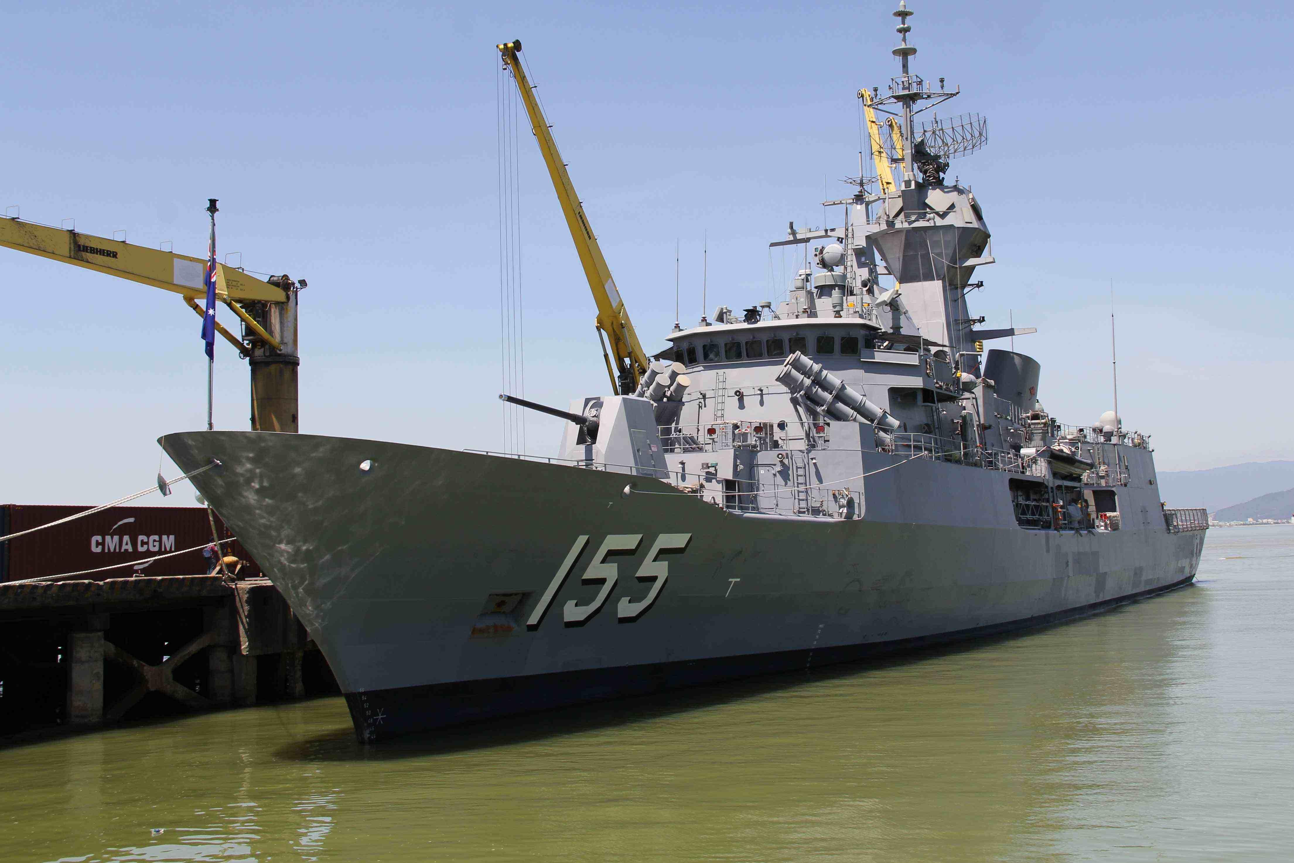 Tàu HMAS Ballarat (Hải quân Úc) trang bị nhiều khí tài hiện đại cập cảng Tiên Sa (Đà Nẵng) vào sáng 4.6. Ảnh: H.S