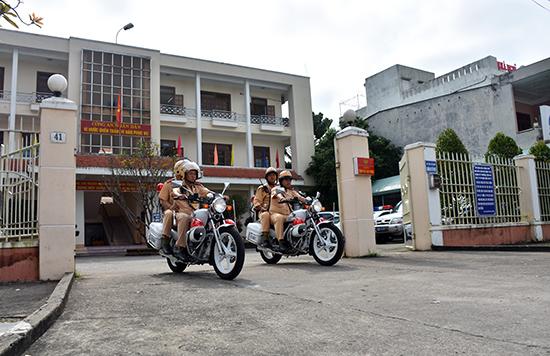 Lực lượng Cảnh sát giao thông Công an tỉnh đã triển khai chu đáo kế hoạch đảm bảo an toàn giao thông phục vụ festival. Ảnh: X.MAI