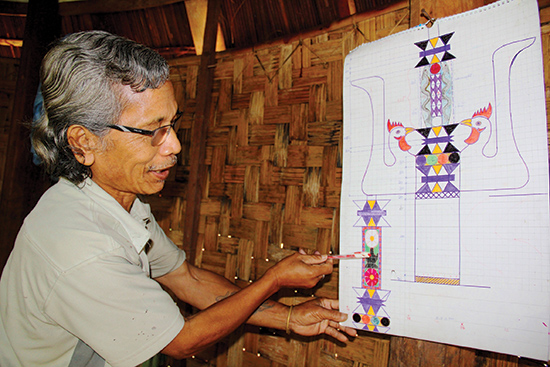 Bản phác thảo cây nêu do ông Bh'riu Pố nghiên cứu, chuẩn bị cho lễ hội trình diễn cây nêu sắp tới. Ảnh: GIANG NGUYÊN