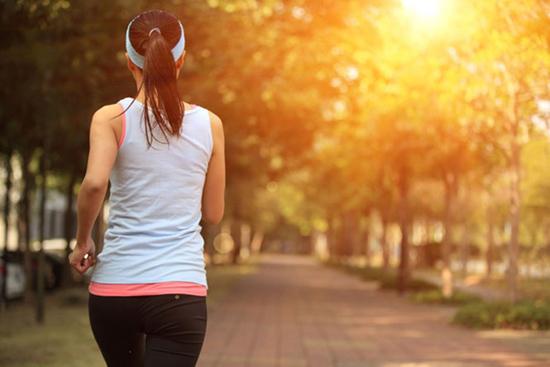 Vận động dưới ánh nắng ban mai có nhiều lợi ích cho sức khỏe