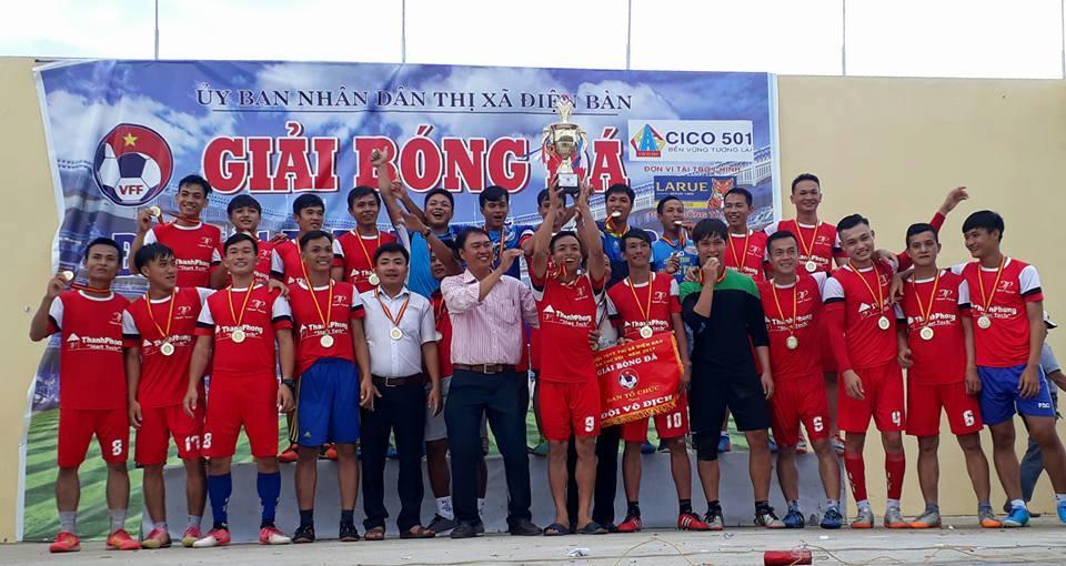 Đội bóng đá nam phường Điện Dương lần đầu tiên đoạt ngôi vô địch ở Đại hội TDTT thị xã. Ảnh: T.M
