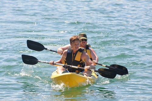 Hai vận động viên người Úc tham gia giải. Ảnh: T.VY
