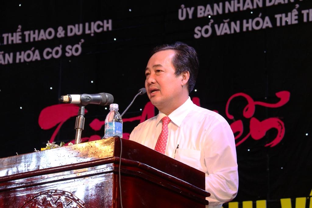 Phó Chủ tịch UBND tỉnh Huỳnh Khánh Toàn phát biểu tại lễ khai mạc. Ảnh: T.C