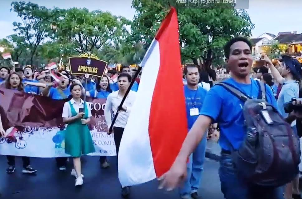 -các đoàn hợp xướng biểu diễn trên đường phố