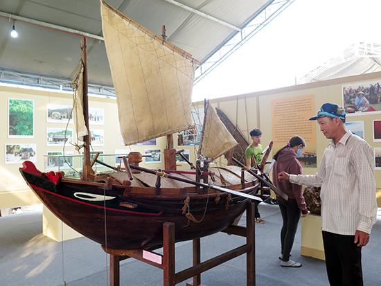 Mô hình ghe bầu xứ Quảng tại gian trưng bày của Quảng Nam. Ảnh: Lê Quân