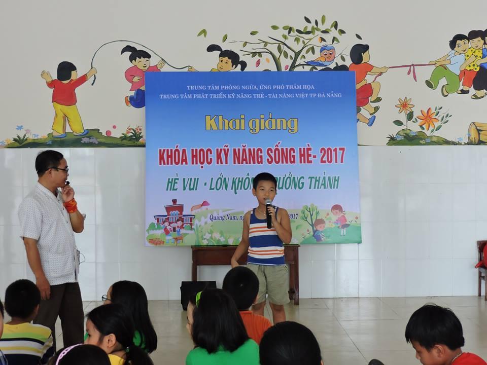 Học sinh tham gia lớp học.