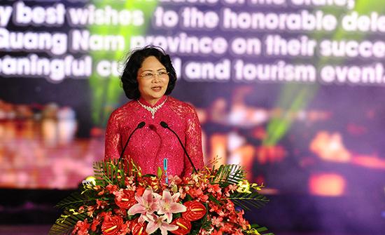 Phó Chủ tịch nước Đặng Thị Ngọc Thịnh đến dự và phát biểu tại lễ bế mạc. Ảnh: MINH HẢI