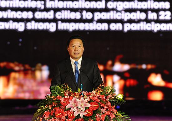 Đồng chí Lê Văn Thanh - Phó Chủ tịch UBND tỉnh kiêm trưởng Ban Tổ chức Festival Di sản Quảng Nam 2017 phát biểu tại lễ bế mạc.