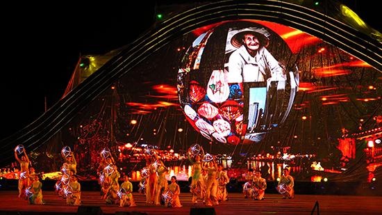 Chương trình nghệ thuật bế mạc Festival Di sản Quảng Nam 2017. Ảnh: TRỊNH DŨNG