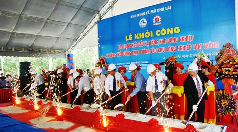 The groundbreaking ceremony of the infrastructure system at the Tam Thang Industrial Park