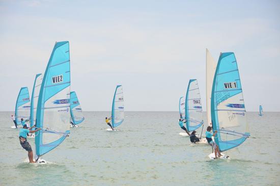 Lần đầu tiên Việt Nam tham gia giải Lướt ván buồm vô địch                        thế giới được tổ chức trong nước là dịp cọ xát quý báu để chuẩn bị cho các giải tiếp theo. Ảnh: T.VY