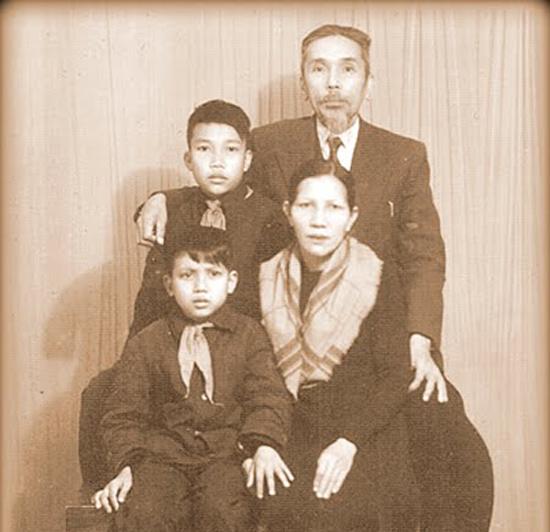 Phan Khôi và gia đình.