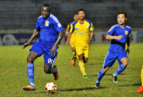 Đại Dương và Thanh Trung cùng ghi bàn trong trận thắng 3-0 trên sân Sana Khánh Hòa BVN. Ảnh: T.Vy