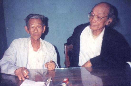 Nhà văn Nguyễn Văn Xuân (phải) và nhà văn Nam bộ Sơn Nam.