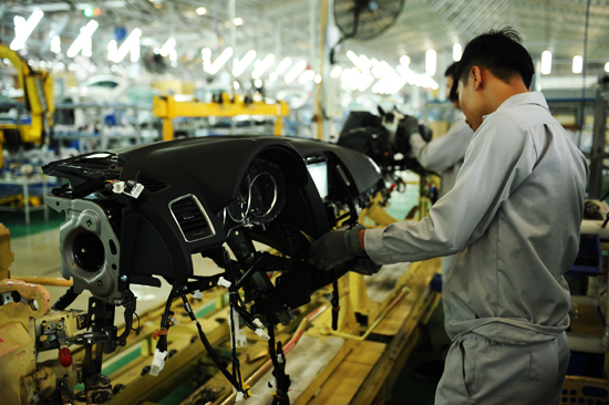Sản xuất linh kiện để phục vụ và xuất khẩu . Ảnh: MINH HẢI