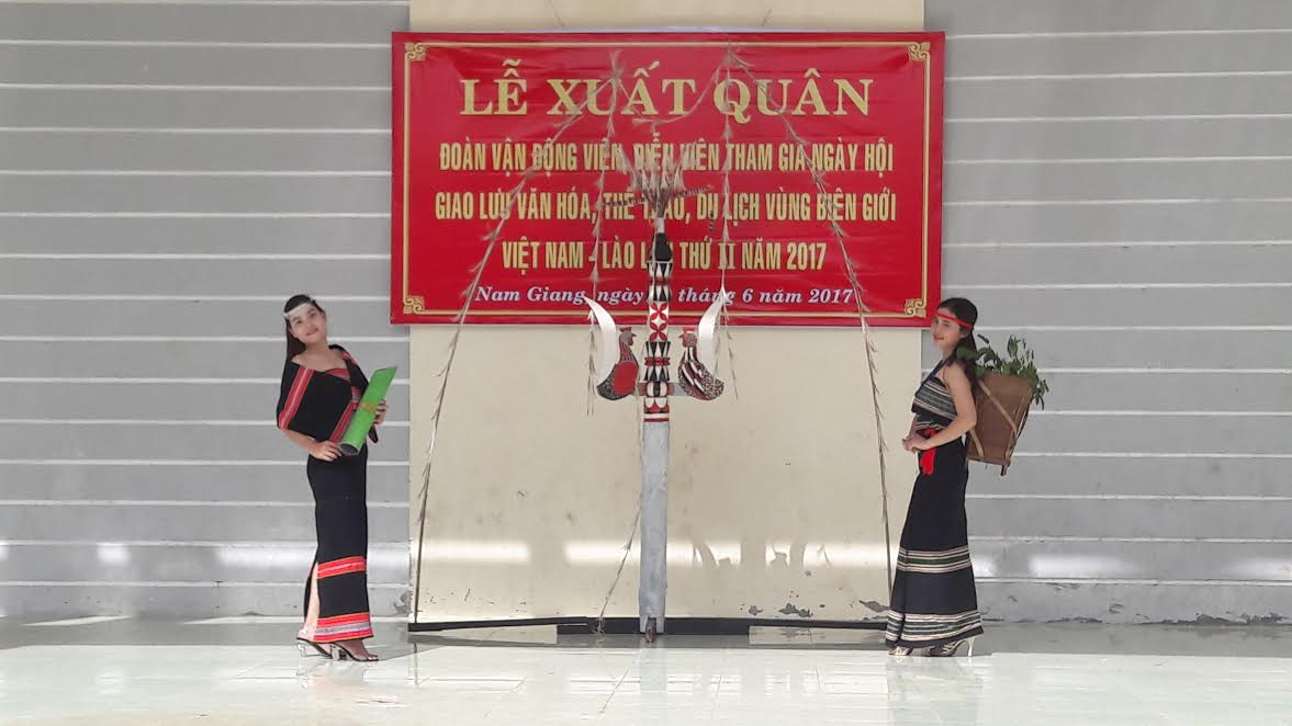 Nam Giang delegation represents Quang Nam to attend the festival