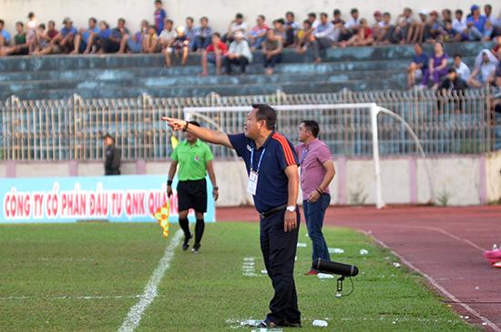HLV Hoàng Văn Phúc cho rằng các cầu thủ khó có được sung sức khi lịch thi đấu quá dày đặc vừa qua.Ảnh: AN NHI