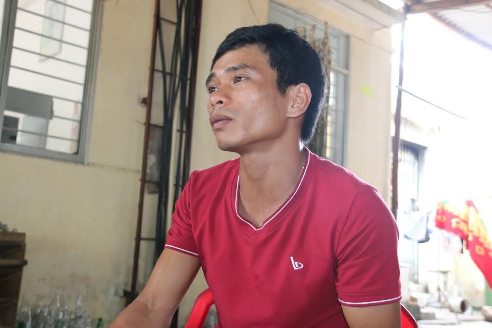 Anh Ngô Minh Thiện, ba của cháu bé trình bày vụ việc.