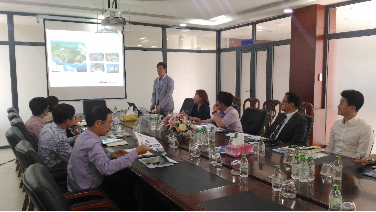 General Director Heo-Je-ong speaking at the meeting